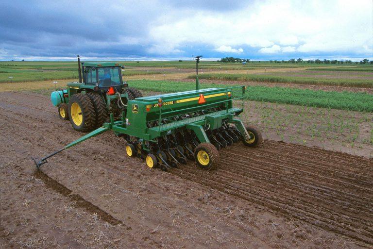 El Gobierno aprueba las bases reguladoras de las subvenciones destinadas a financiar avales de SAECA para la compra de maquinaria agrícola